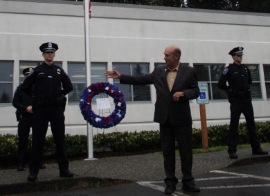 Mayor Jerry Smith addresses memorial attendees. (Photo by Doug Petrowski)