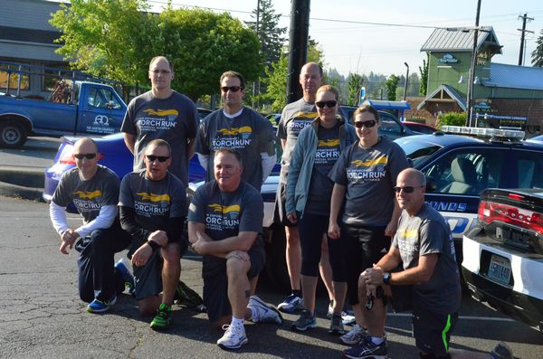 The combined team from the Edmonds and Mountlake Terrace Police Departments met at 212th and Highway 99 to await the pass-off of the Special Olympics torch from the Lynnwood PD runners. L to R kneeling: Josh McClure (Edmonds), Jason Robinson (Edmonds), Mark Marsh (Edmonds), Kevin Pickard (MLT).  L to R standing: Damian Smith (Edmonds), Ken Crystal (Edmonds), Brad Halston (Edmonds), Heidi Froisland (MLT), Becky Hill (MLT).