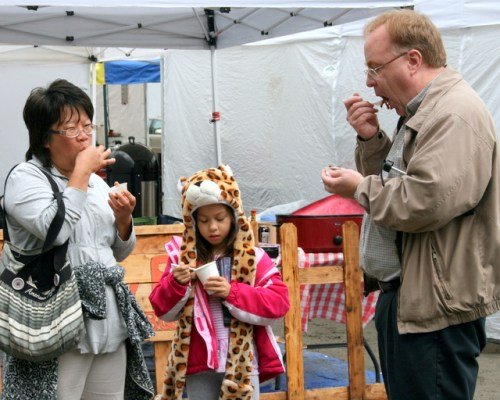 Stephanie Johnson, Theresa Johnson and Dave Johnson of Lynnwood sample some barbecue.
