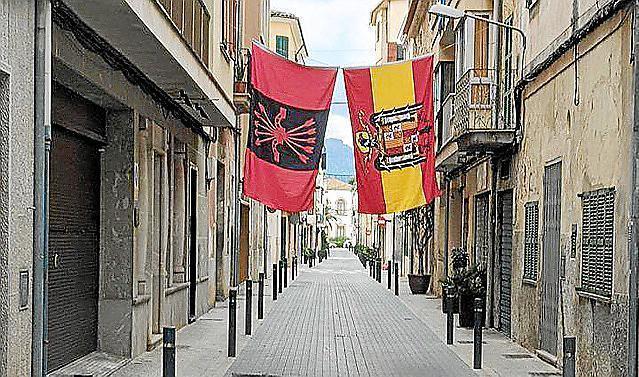riesige franco flaggen auf mallorca