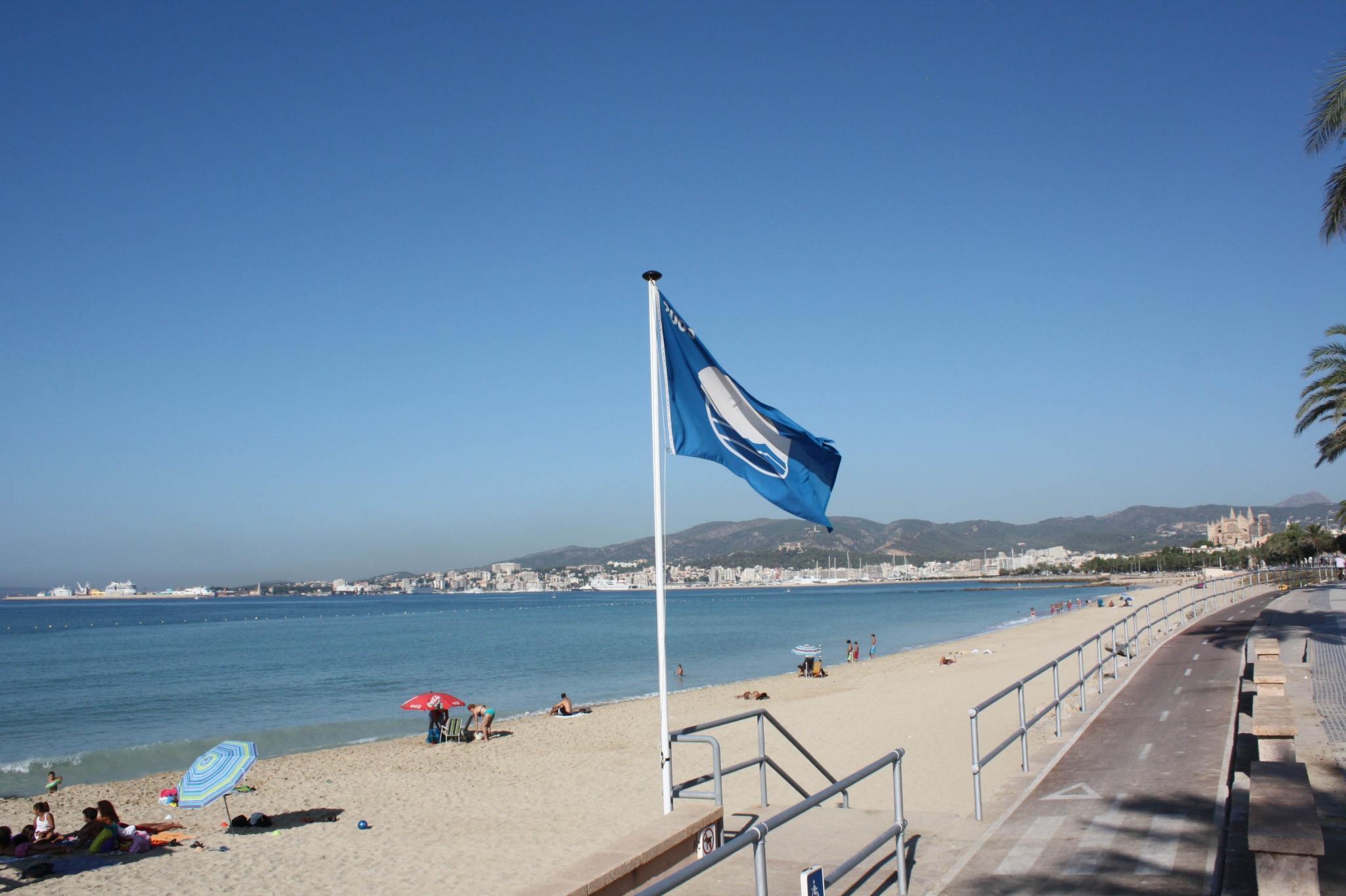 38 blaue flaggen wehen diesen sommer
