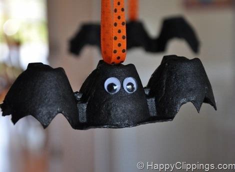 Manualidades de Halloween para hacer con los nios murcilagos con hueveras