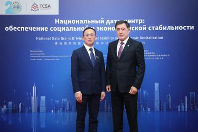 上合組織秘書長諾羅夫先生(右)與千城攻略公司董事長鄭志軍先生(左)合影