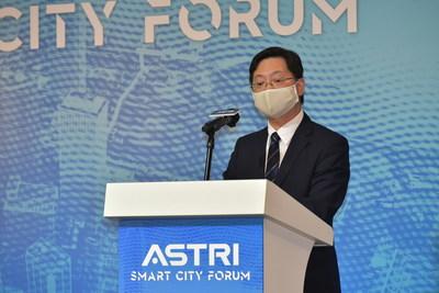 創新及科技局局長薛永恒先生為應科院的「智慧城市論壇」致開幕辭。他表示,很高興應科院研發的各種技術為智慧城市不同範疇的發展作出貢獻。