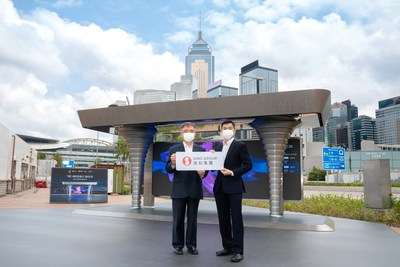 信和集團創新聯席董事楊孟璋先生 (左) 及奧雅納工程顧問湯振權博士 (右) 介紹獲獎研發成果「城巿空氣淨化系統2.0」。