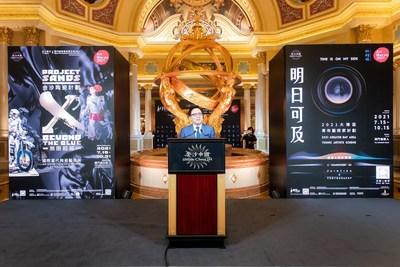 金沙中國有限公司總裁王英偉博士於周四在澳門威尼斯人舉辦的「金沙陶瓷計劃:無限超越」國際當代陶瓷藝術展的開幕儀式上致詞。「金沙陶瓷計劃:無限超越」國際當代陶瓷藝術展是「藝文薈澳:澳門國際藝術雙年展2021」特展之一,並於7月15至10月31日期間,每天上午10時至晚上10時免費對外開放。