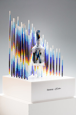 The 2019 Collector's Edition by Felipe Pantone represents a first among Hennessy's artist collaborations because it offers a unique opportunity to enhance the Hennessy Very Special experience.