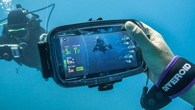 Inspired to create an affordable, innovative solution to expensive dive gear options, Artisan & Ocean has introduced its latest DIVEROID model, a compact all-in-one high-quality dive device featuring a dive computer, underwater camera, compass, and dive logbook that works with your smartphone. Documenting the wonders of the oceanic deep is now at your fingertips. DIVEROID was developed by experienced divers at Artisan & Ocean, who recognized the need for a more affordable, dependable solution.