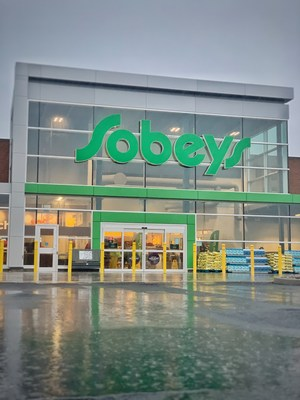 Brand new Sobeys in Timberlea unveils one of Canada's first parking lots paved using post-consumer plastics diverted from local landfills. (CNW Group/Sobeys Inc.)