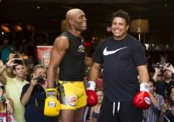 Anderson-Silva-Ronaldo-boxing