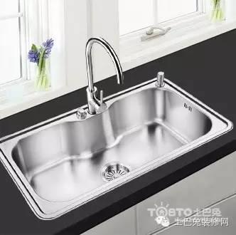 big kitchen sinks tile floors in 厨房水槽选购秘籍 不愁挑不到好水槽了 微众圈 双槽增加了保洁工作量 下水复杂增加维修风险 参考了下国外网站 大厨房90 以上用的单槽 小厨房就没看见双槽 而且都不大