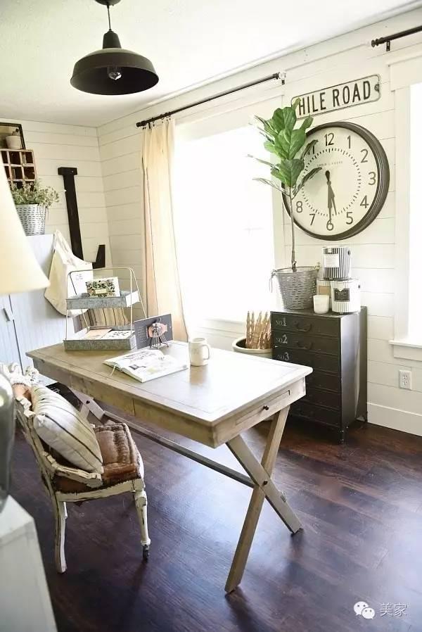 pottery barn kitchen rugs fan light 158 旧农舍风设计 能光着脚丫吃饭的田园仙境 微众圈 桌子和相框是用谷仓的木材改造的 凳子是屋主家的古董家具 屋主最善于利用家具原本的颜色去装点整个空间