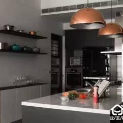 Kitchen Pegboard Cabinet Reface 厨房5个收纳妙招太好用 学会再也不嫌空间小了 自由微信 Freewechat 在厨房的墙面上设计开放式层架 这样的设计可以将杯子 调味料等摆放在上面 收取的效果都很好 洞洞板的惊艳收纳