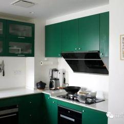 Kitchen Pots And Pans Window Coverings 上至烟灶家电 下至锅碗瓢盆 我的五年厨房装修大推荐 田螺姑娘 厨房的绿色主色调 一如我给这次装修定下的主色调 但它比卧室 客厅的绿又来得深沉一点点 我很喜欢这样的绿 一眼就相中了 很 我 从色调开始 我就希望这个房子