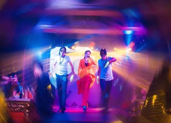 【中國有嘻哈】12月21日-嘉士伯特約《中國有嘻哈》中國內地唯一一位RAP最完美的全能藝人VAVA   wechat中文網-娛樂