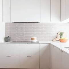 Kitchen Backslash Good Knives 一个漂亮橱柜 可以惊艳整个厨房 杭州手机搜狐焦点网 白色橱柜高贵纯洁 是任何人都无法抗拒的颜色 但是如果单用白色装点厨房会显得有些寡淡 喜欢性冷淡风的人可以忽略 无论是台面还是厨房操作台的后挡板 巧妙的用