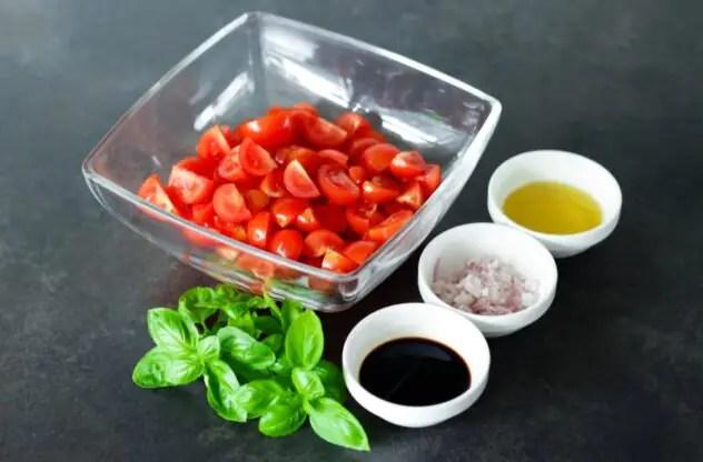 sałatka-z-pomidorków-koktajlowych-przepis
