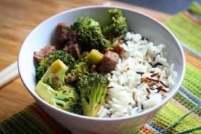 Wołowina z cukinią i brokułami