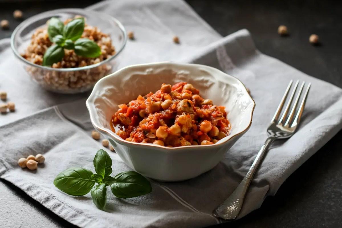 Indyk z ciecierzycą w pomidorach