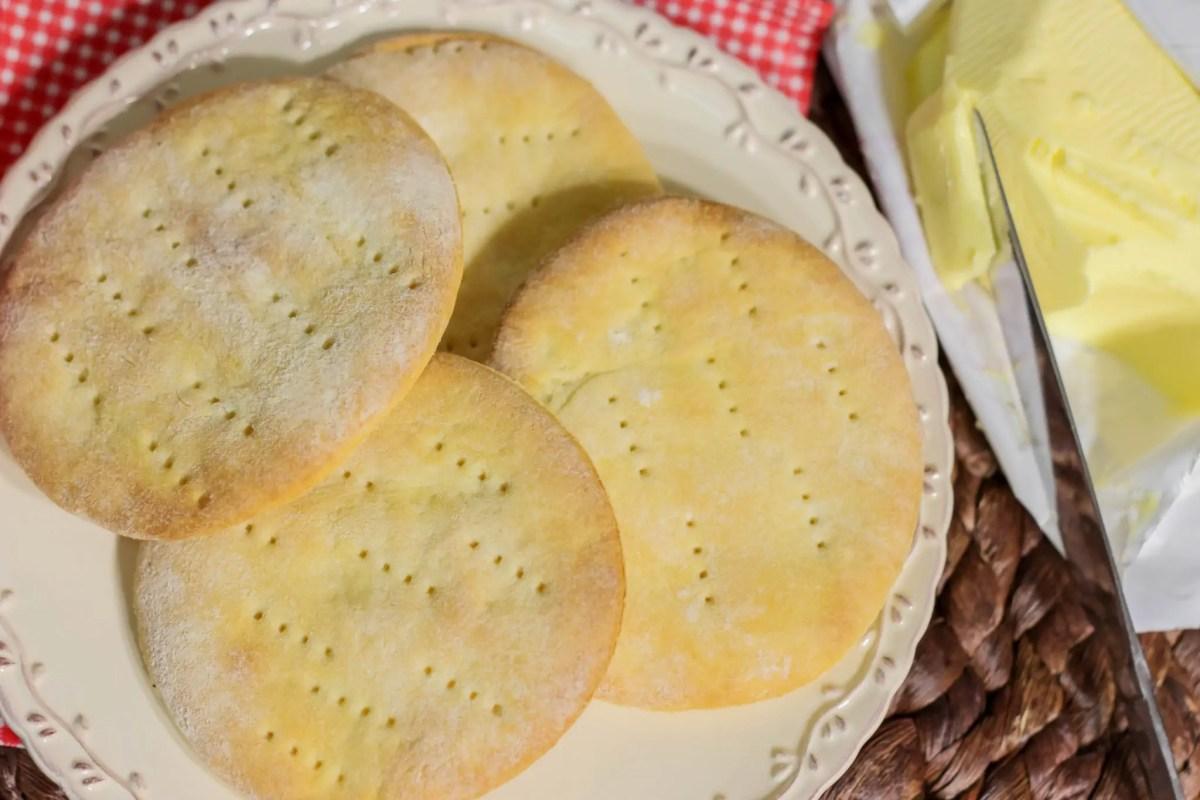 Proste drożdżowe chlebki - do pasty, dipu lub sałatki