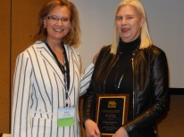 Amy Jo Coffey (University of Florida) presents the 2016 Barry Sherman Teaching Award to Sabine Baumann (Jade University). #AEJMC16