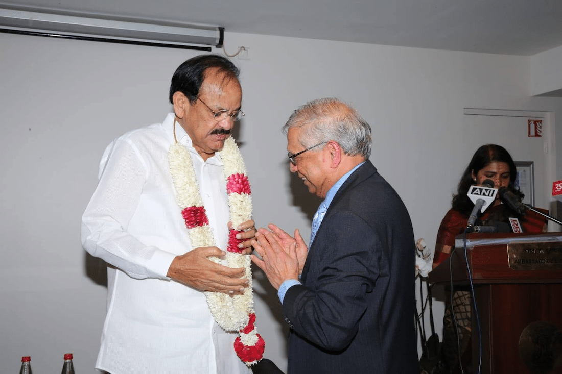 Shri V. Naidu Vice-President of India being garlanded by MMF President at the reception at UNESCO 9 Nov 2018