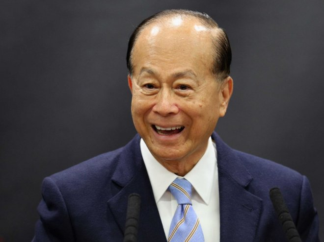 after-his-father-died-business-magnate-li-ka-shing-had-to-quit-school-to-help-support-his-family