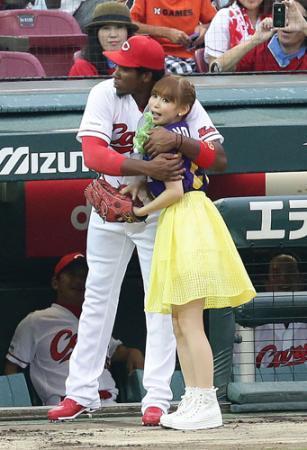 【野球】中川翔子、ノーバン始球式