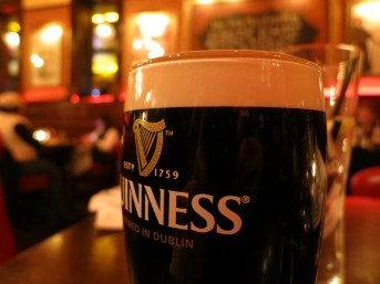12/10: continuing our cold night's journeys with a pit stop at Ri Ra in Georgetown. that beautiful Guinness, tho.