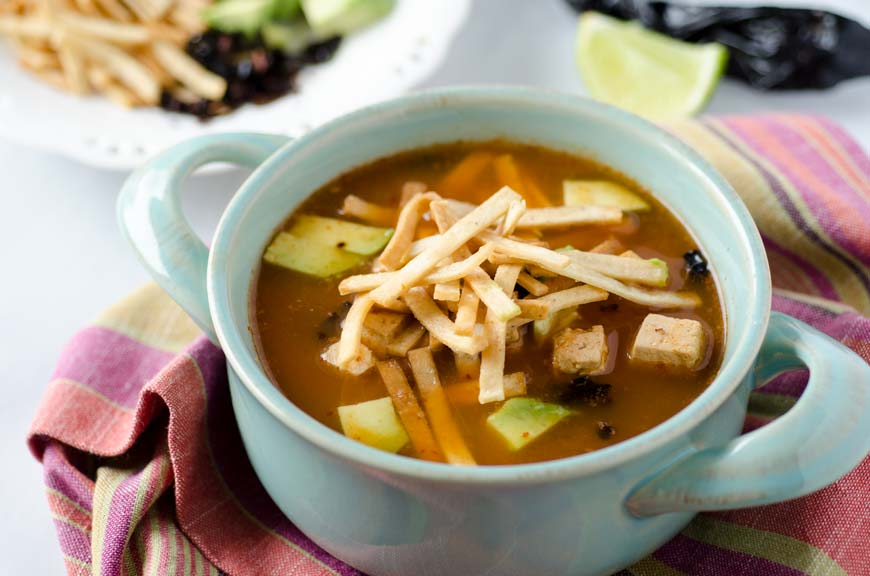 Sopa de Tortilla Vegana con Chipotle  Mi Mero Mole