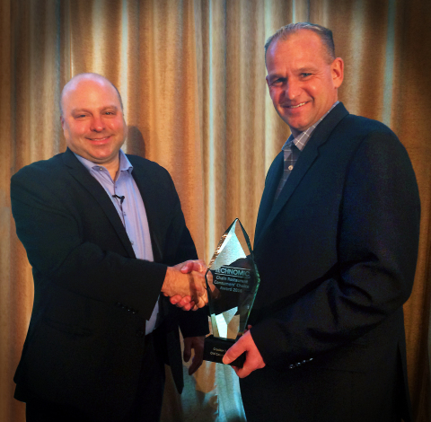 Nick Flanagan, a senior vice president for restaurant and retail for Cracker Barrel Old Country Stores®, accepts award from Technomic President Darren Tristano. Cracker Barrel was named a Chain Restaurants Consumers' Choice Award winner for 2016. (Photo: Business Wire)
