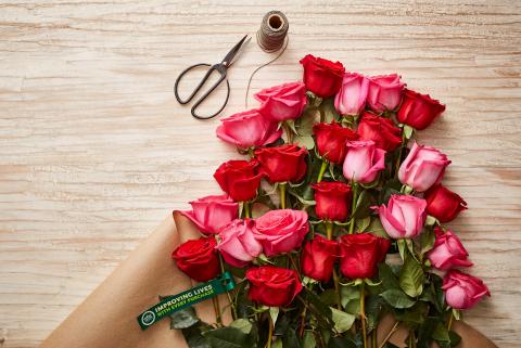 Roses entières certifiées de commerce entier d'aliments (Photo: Business Wire)
