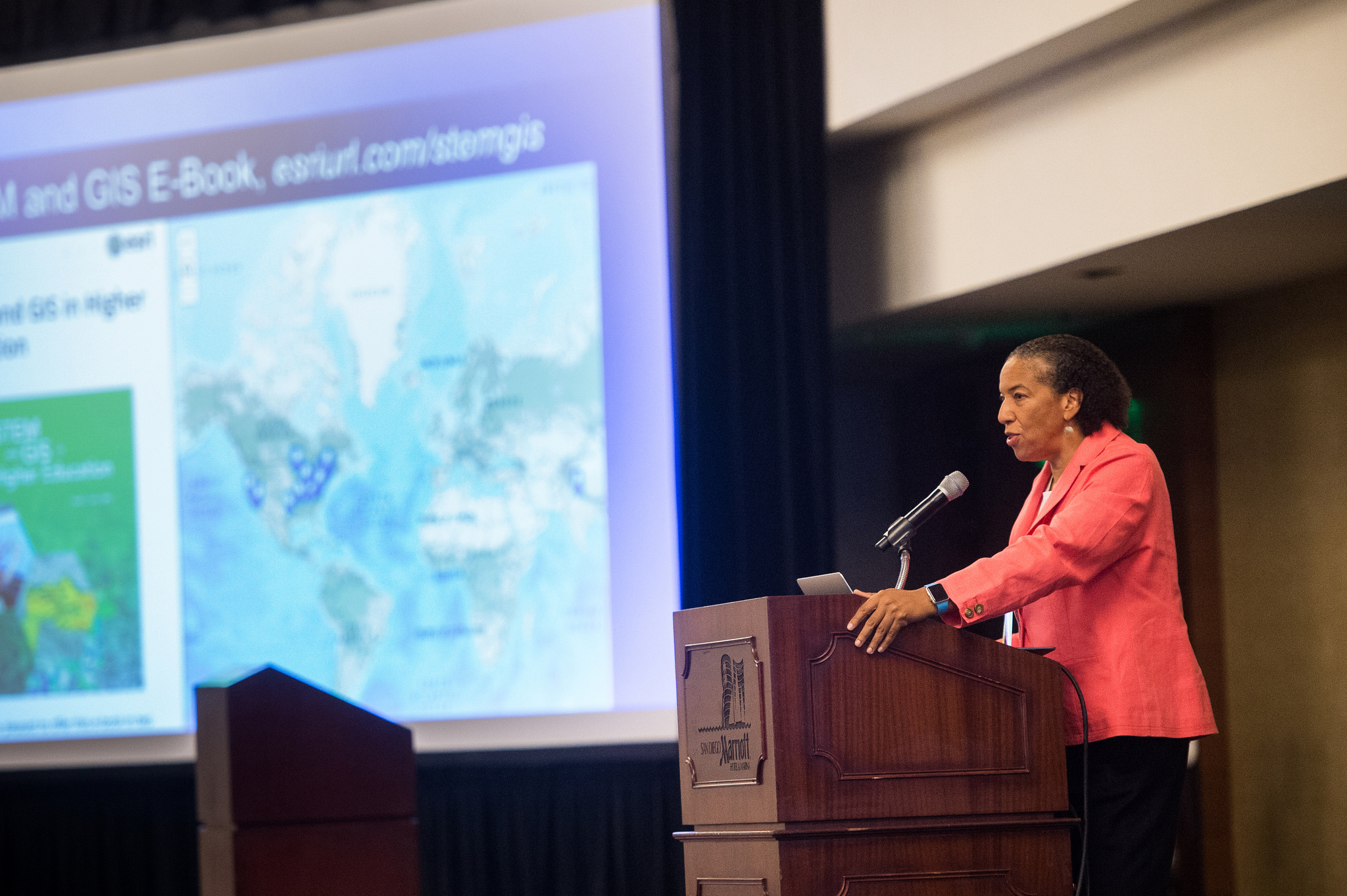 sofa ersi grinno queen sleeper mattress size esri s dawn wright celebrates earth day by speaking at earthxocean conference business wire
