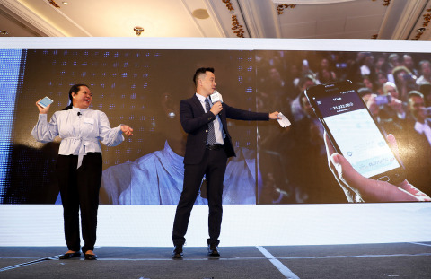 Mary Grace (left), who has been working in HK for 22 years, demonstrated how it took her 3 seconds t ...