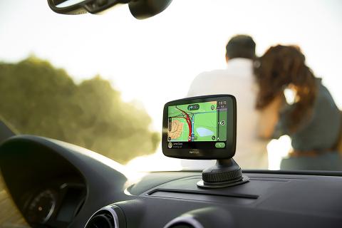 TomTom Go Essential: Điều hướng mạnh mẽ được tích hợp liền mạch với điện thoại thông minh (Ảnh: Dây kinh doanh ...