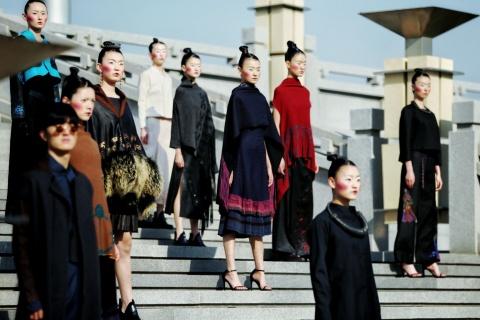 Como uma grande cidade que outrora brilhou com esplendor na história mundial, Xi'an hoje em dia torn ...