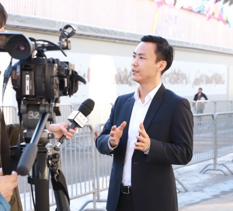 Figure 1 Tian Ning, Chairman and CEO of Panshi Group, was interviewed by the media at the Davos Forum (Photo: Business Wire)