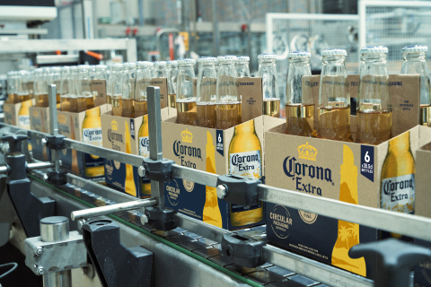 Corona's new barley straw packaging (Photo: Business Wire)