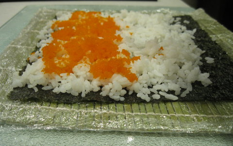 spread-masago-on-the-sushi-rice