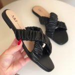 Sandália Rasteira Feminina Preta com Detalhes de Elástico Sanfonado Calçados Femininos Coleção Verão Moda e Tendencia Loja Online MM Store Shoes (20)