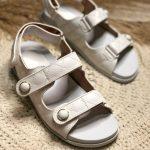 Papete Feminina Branca com Detalhes em Matelassê e Fechamento de Velcon Coleção de Calçados Femininos Primavera Verão Loja Online Mm Store Shoes (1)