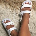 Papete Feminina Branca com Detalhes em Matelassê e Fechamento de Velcon Coleção de Calçados Femininos Primavera Verão Loja Online Mm Store Shoes (2)