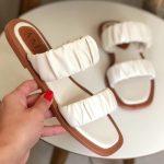 Rasteira Feminina Off White com Detalhes sanfonado conforty Coleção Primavera Verão Moda e Tendência em Calçados Femininos Loja Online MM Store Shoes (23)