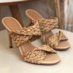 Tamanco Feminino Bege Natural de Salto Alto Fino e Detalhes em palha Coleção Verão 22 Loja Online MM Store Shoes (1)