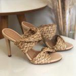 Tamanco Feminino Bege Natural de Salto Alto Fino e Detalhes em palha Coleção Verão 22 Loja Online MM Store Shoes (3)