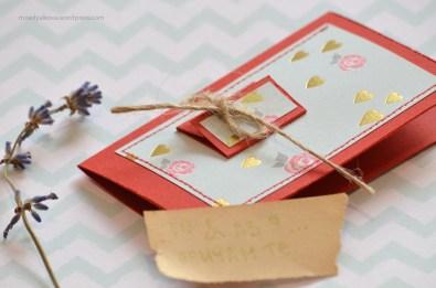 тук може да напишете вашето послание и на малката картичка отпред
