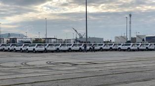 وصول سيارات رباعية الدفع وآليات لمحاربة الهجرة لميناء طنجة المتوسط 4