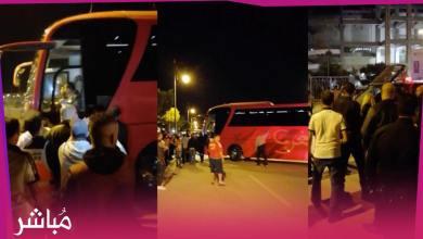 جماهير طنجة تطالب بعودة حمد الله أثناء مغادرة حافلة المنتخب لمركب ابن بطوطة 3