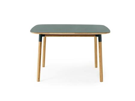 Form Bord Grønn/Eik 120x120 cm fra Normann Copenhagen