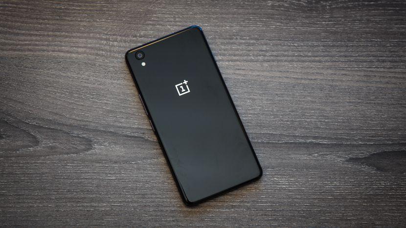 OnePlus skulle vinna på att tillverka mindre men kraftfulla smartphones